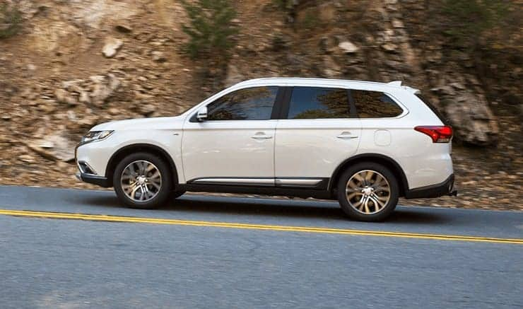 Mitsubishi Outlander: Release Fuel Door